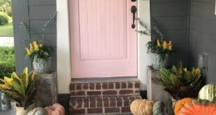 """Alieta Casey on Instagram: """"Yay! It's officially fall!!  Here are easy small porch decorating ideas for autumn. ???  Some friends and I have teamed up for a fall porch…"""""""